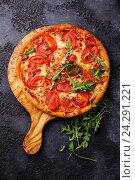 Купить «Пицца с ветчиной и томатами», фото № 24291221, снято 13 октября 2016 г. (c) Лисовская Наталья / Фотобанк Лори
