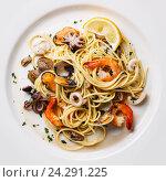 Купить «Спагетти с морепродуктами», фото № 24291225, снято 18 июля 2016 г. (c) Лисовская Наталья / Фотобанк Лори