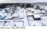 Купить «Деревня в лесу в зимнее время года. Дома и участки под снегом. Вид сверху», фото № 24291933, снято 4 ноября 2016 г. (c) Кекяляйнен Андрей / Фотобанк Лори