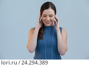 Купить «Beautiful woman listening to music on earphones», фото № 24294389, снято 23 августа 2016 г. (c) Wavebreak Media / Фотобанк Лори