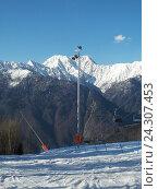 Купить «Снежные вершины гор, кресельная канатная дорога, горнолыжный курорт Красная Поляна», фото № 24307453, снято 1 апреля 2016 г. (c) DiS / Фотобанк Лори