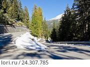 Опасный путь в горах со снегом. Стоковое фото, фотограф Добыш Александр / Фотобанк Лори