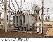 Купить «Силовой трансформатор на ОРУ-110кВ Подстанции», фото № 24309337, снято 29 ноября 2016 г. (c) Владимир Арсентьев / Фотобанк Лори