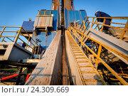 Купить «Нефтяная вышка. Республика Татарстан», фото № 24309669, снято 19 августа 2018 г. (c) Зайцев Алексей / Фотобанк Лори