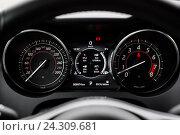 Купить «Современный автомобиль. Приборная панель», фото № 24309681, снято 6 октября 2016 г. (c) Зайцев Алексей / Фотобанк Лори