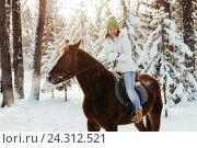 Купить «Красивая девушка на лошади в зимнем лесу», фото № 24312521, снято 19 декабря 2015 г. (c) Рустам Шигапов / Фотобанк Лори