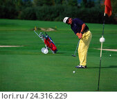 Купить «Golf course, golfer, golf, Golf sport, sport, Golf sport, full ball sport, golfer, golf play, man, concentration, direction flag, put in clink, Caddy,...», фото № 24316229, снято 11 ноября 2018 г. (c) mauritius images / Фотобанк Лори