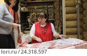 Купить «Русские народные вышитые орнаменты в Краеведческом музее Балашихи», эксклюзивный видеоролик № 24318597, снято 21 ноября 2016 г. (c) Дмитрий Неумоин / Фотобанк Лори