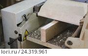 Купить «male worker adjusting chipboard», видеоролик № 24319961, снято 25 ноября 2016 г. (c) Яков Филимонов / Фотобанк Лори