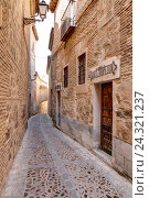 Купить «Narrow alley, Toledo, province Toledo, Castilla-La Mancha, Spain, Europe», фото № 24321237, снято 23 марта 2019 г. (c) mauritius images / Фотобанк Лори