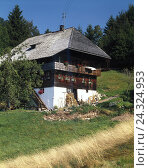Купить «Germany, Black Forest, Todtmoos, farmhouse, architecture, architectural style, house, roof, hipped roof, shingles, residential house, outside», фото № 24324953, снято 23 января 2018 г. (c) mauritius images / Фотобанк Лори