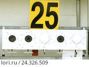 Купить «Биатлон. Мишень спортивная для стрельбы из винтовки .», фото № 24326509, снято 26 февраля 2014 г. (c) Сергеев Валерий / Фотобанк Лори