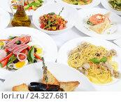 Шведский стол в ресторане с различными блюдами. Стоковое фото, фотограф Воронина Светлана / Фотобанк Лори