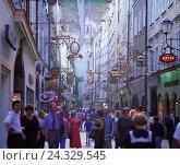 Купить «Austria, city Salzburg, Old Town, grain lane, passer-by, Europe, federal state, Salzburg, town, Mozart's town, townscape, lane, tourism, tourist, Salzburg...», фото № 24329545, снято 22 июля 2018 г. (c) mauritius images / Фотобанк Лори