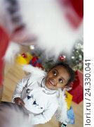 Купить «Sitting room, Santa Claus, detail, girl, angel's wing, expectantly, pious Christmas, Christmas, Christmas Eve, Santa's evening, Santa, distribution presents...», фото № 24330041, снято 5 января 2000 г. (c) mauritius images / Фотобанк Лори