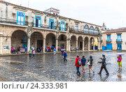 Купить «Palaces from the colonial age, Casa del Conde de Lombillo and Casa del Marqués de Arcos, plaza de la Catedral, historical Old Town Havana, centre, Habana...», фото № 24333981, снято 4 декабря 2015 г. (c) mauritius images / Фотобанк Лори
