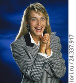Купить «Woman, young, gesture, joy, enthusiasm, half portrait, 20-30 years, 30-40 years, blond, long-haired, sports jacket, smile, mood rejoice positively, emotion, happy, expectantly, pleased, studio,», фото № 24337917, снято 14 января 2002 г. (c) mauritius images / Фотобанк Лори