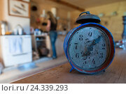 Купить «Egg timer and alarm clock with Kitchen in the background», фото № 24339293, снято 24 августа 2008 г. (c) mauritius images / Фотобанк Лори