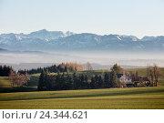 Купить «Alläuer Hof' (hotel) in alpine upland with panorama of 'Zugspitze' (mountain), Germany, Bavaria, HDR», фото № 24344621, снято 17 августа 2018 г. (c) mauritius images / Фотобанк Лори