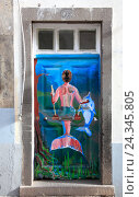 Купить «Island Madeira, Funchal, coloured, painted doors in the Old Town, mermaid, 'The art open doors ', Street Santa Maria», фото № 24345805, снято 24 марта 2012 г. (c) mauritius images / Фотобанк Лори
