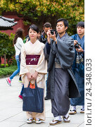 Купить «Traditional dressed young Japanese couple at Senso-ji Temple, Asakusa, Tokyo, Kanto region, Japan, Non-MR», фото № 24348033, снято 18 октября 2018 г. (c) mauritius images / Фотобанк Лори