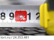 Купить «Рулетка на клавиатуре со знаком автомобиля», фото № 24353481, снято 21 августа 2015 г. (c) Сергеев Валерий / Фотобанк Лори