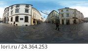 Купить «Туристы гуляют в Старом городе в дневное время, Братислава, Словакия», фото № 24364253, снято 26 ноября 2016 г. (c) Антон Гвоздиков / Фотобанк Лори