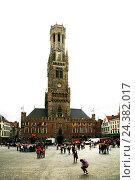 Купить «Belgium, West Flanders, Brugge, Grote market, belfry, civic centre, cloth hall, covered market», фото № 24382017, снято 19 марта 2019 г. (c) mauritius images / Фотобанк Лори