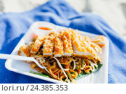Купить «Pad Thai Chicken at Koh Phi Phi», фото № 24385353, снято 19 июля 2018 г. (c) mauritius images / Фотобанк Лори