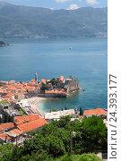 Купить «Полуостров в Адриатическом море с крепостью, окруженной стенами. Старый город в Будве. Черногория», фото № 24393177, снято 31 мая 2016 г. (c) Кекяляйнен Андрей / Фотобанк Лори
