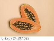 Купить «Halved papaya,», фото № 24397025, снято 15 августа 2018 г. (c) mauritius images / Фотобанк Лори
