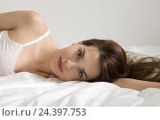 Купить «Portrait of a young woman in bed,», фото № 24397753, снято 17 июля 2018 г. (c) mauritius images / Фотобанк Лори
