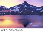 "Купить «Denmark, Greenland, ""king Oskar Bucht"", Polhems Fjeld, sunrise coast, south east Greenland, morning mood, mountain landscape, daybreak, dusk, water mirroring...», фото № 24399129, снято 30 августа 2005 г. (c) mauritius images / Фотобанк Лори"
