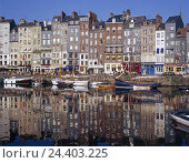 Купить «France, Normandy, Honfleur, Vieux basin you port, promenade, street cafes, Europe, department applejack, town view, seafarer's town, old harbour, Ste....», фото № 24403225, снято 27 января 2003 г. (c) mauritius images / Фотобанк Лори