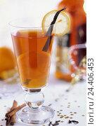 Купить «Grog, slices lemon, vanilla-pod, cinnamon sticks, drink, alcoholic, alcohol, glass, vanilla, lemon, rum», фото № 24406453, снято 12 октября 2000 г. (c) mauritius images / Фотобанк Лори