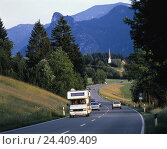 Купить «Germany, Upper Bavaria, federal highway, close unterbunting's region, Kappl church, Bavaria, country road, Starße, traffic, mountain landscape, Winding...», фото № 24409409, снято 15 августа 2018 г. (c) mauritius images / Фотобанк Лори