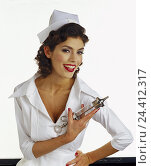 Купить «Nurse, clyster syringe, smile, half portrait, women, nursing staff, occupation, woman, young, syringe, bedding-in, cut outs, studio, laugh, view, malicious...», фото № 24412317, снято 28 сентября 2000 г. (c) mauritius images / Фотобанк Лори