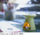 Купить «Odour lamp, aromatic therapy, tea warmer candle, aroma, oils, ethereally, ethereal, Duftöl, candle light, decoration, mood, studio, product photography, Still life, table, detail, personal organizer», фото № 24417989, снято 17 апреля 2002 г. (c) mauritius images / Фотобанк Лори