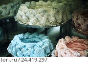 Купить «Confectionery, detail, meringue cakes, Still life, sweet, cake, cakes, in Italian, meringue, cakes and pastries, sugar cake, sweets, icing sugar, meringue, sweetly, rich in calorie, calories», фото № 24419297, снято 27 мая 2002 г. (c) mauritius images / Фотобанк Лори