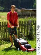 Купить «Man, turf mowing, model released, garden, gardening, lawn mower, electrically, meadow, turf, mow, turf mowing, electric lawn mower», фото № 24419749, снято 9 июля 2002 г. (c) mauritius images / Фотобанк Лори