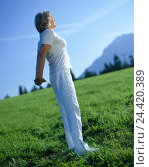 Купить «Meadow, woman, gymnastics, stretching, model released, outside, middle old person, leisure time, hobby, sport, fitness, gymnastics practise, distension...», фото № 24420389, снято 6 сентября 2002 г. (c) mauritius images / Фотобанк Лори