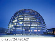 Купить «Germany, Berlin, imperial tag building, glass dome, evening, outside, town, capital, government building, Reichstag, seat of government, dome, architecture...», фото № 24420621, снято 18 июля 2018 г. (c) mauritius images / Фотобанк Лори