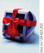 Купить «iMac, loop computers, PC, Macintosh, i-Mac, present, give, give away, wrapping tape, gift loop, product photography, studio, Still life», фото № 24423253, снято 14 мая 2001 г. (c) mauritius images / Фотобанк Лори
