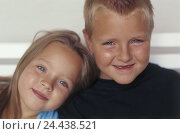 "Купить «Boy, girl, smile, portrait, 6 - 8 years, children, siblings, brother, sister, happy, childhood, course, view camera, ""the first love"", sandbox love, falls...», фото № 24438521, снято 29 августа 2003 г. (c) mauritius images / Фотобанк Лори"