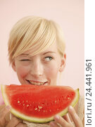 Купить «Woman, young, blond, happy, watermelon, eat, eye, wink, roguishly, mischievously, side glance, portrait, 20-30 years, Food, fruit, fruit, tropical fruit...», фото № 24441961, снято 20 декабря 2005 г. (c) mauritius images / Фотобанк Лори