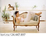 Купить «Sitting rooms, sofa, woman, curler, fingernails polish, young, 25-35 years, nail care, manicure, file, nail file, hand care, personal care, Beauty, wellness...», фото № 24447897, снято 27 мая 2018 г. (c) mauritius images / Фотобанк Лори