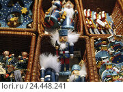 Купить «Christmas decoration, wooden trailer, Nutcracker, Christmas, for Christmas, yule tide, Deko, decoration, adornment, wooden figures, figures, Still life, product photography», фото № 24448241, снято 9 января 2006 г. (c) mauritius images / Фотобанк Лори