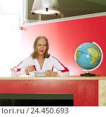 Купить «Counter, senior, ready-to-serve meal, eat, view side view, globe, half portrait, women's portrait, woman, 50-60 years, Best Ager, Best Agers, leisure time...», фото № 24450693, снято 8 марта 2004 г. (c) mauritius images / Фотобанк Лори