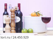 Купить «Cuisine, plate batch, wineglass, fruits, spices, Bottles, detail, dishes, plate, stacked, batch, tangerines, Clementinen, limes, glass, red wine glass...», фото № 24450929, снято 8 ноября 2005 г. (c) mauritius images / Фотобанк Лори