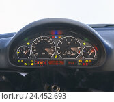Купить «Car, detail, dash board, indicating, lighting, tachometre, speedometer, tachometre, temperature, temperature indicator, fuel gauge, tank display, instruments...», фото № 24452693, снято 17 ноября 2005 г. (c) mauritius images / Фотобанк Лори